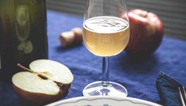 Sidro dolce di mele: una bevanda unica e inconfondibile