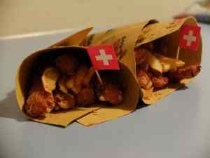 Cheese, chips and chicken. tris di fritto per swiss cheese parade