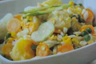 Insalata di patate,cetrioli e maionese