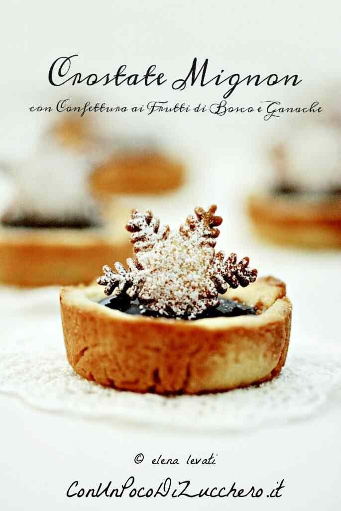 Crostatine con confettura ai frutti di bosco e ganache