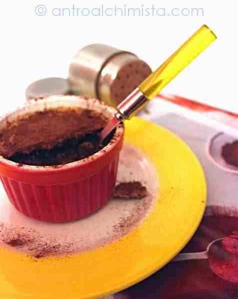 Ricetta: Budinetti al Cioccolato con Crumble alle Fave di Cacao