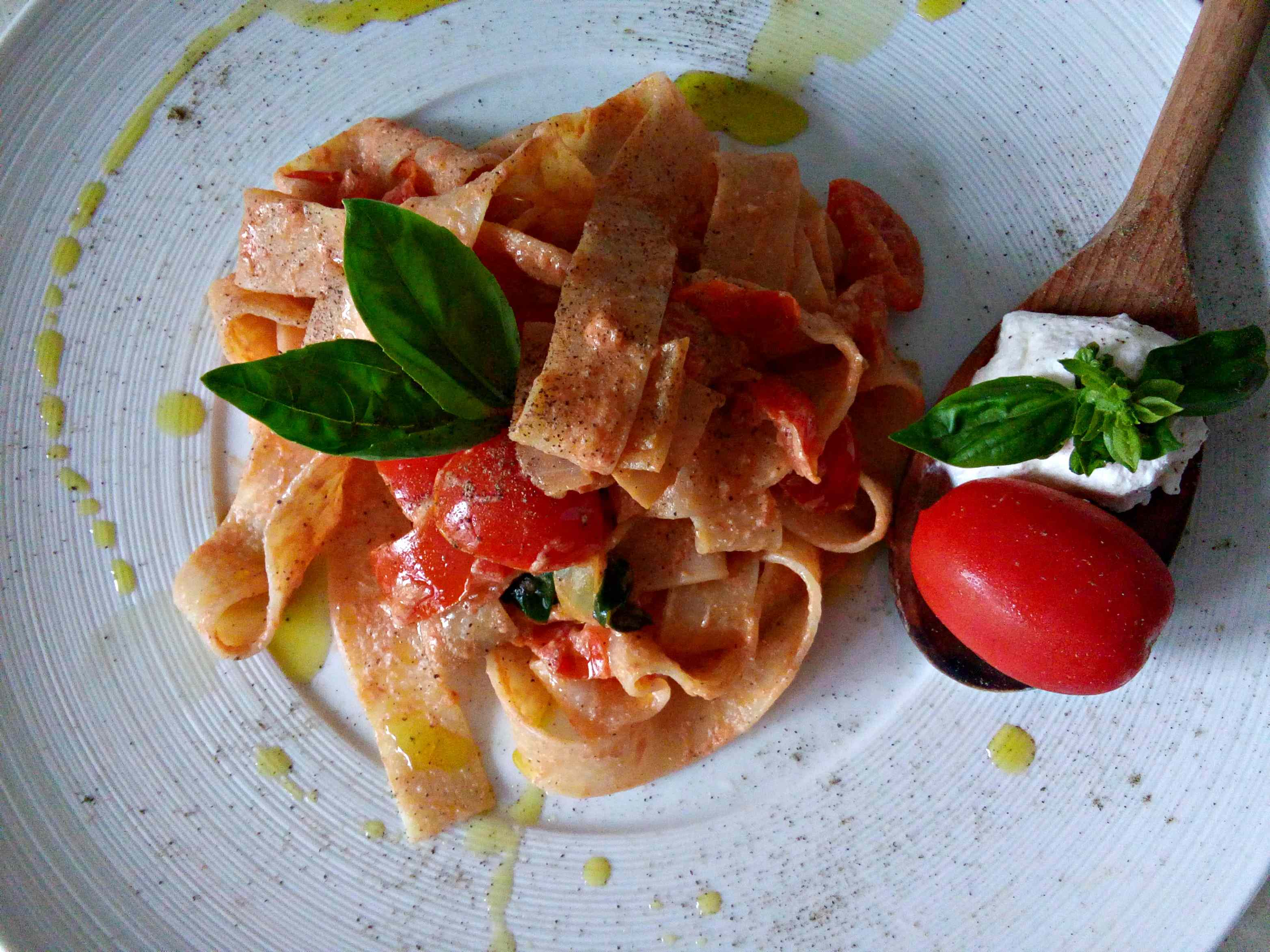 Ricetta: Pasta al pomodoro, basilico e ricotta