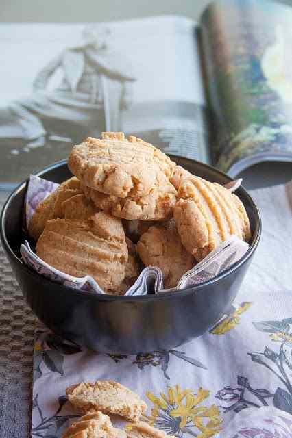 Ricetta: Biscotti con farina di arachidi gluten-free - breakfast at tiffany\'s di francesca maria battilana