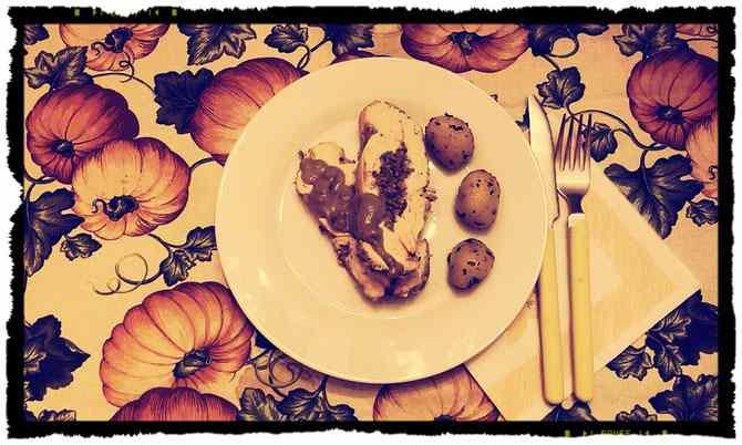 Petti di tacchino ripieno con patate trifolate all\'aglio