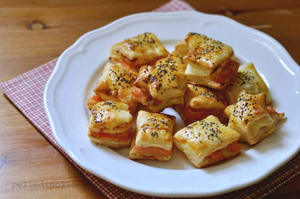 Salatini di pasta sfoglia al salmone affumicato