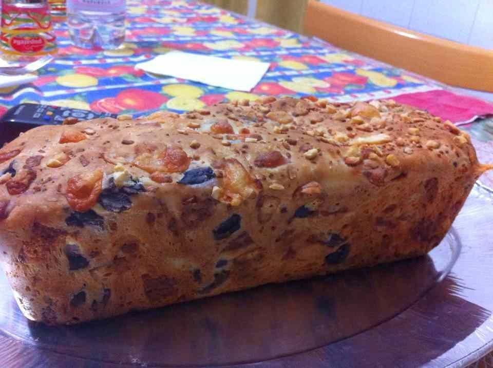 Ricetta: Pane rustico al formaggio e alle olive nere